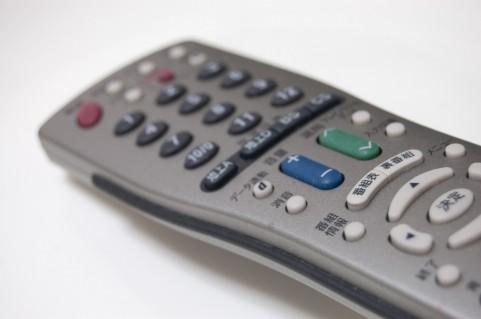 テレビのリモコン=脳が退化